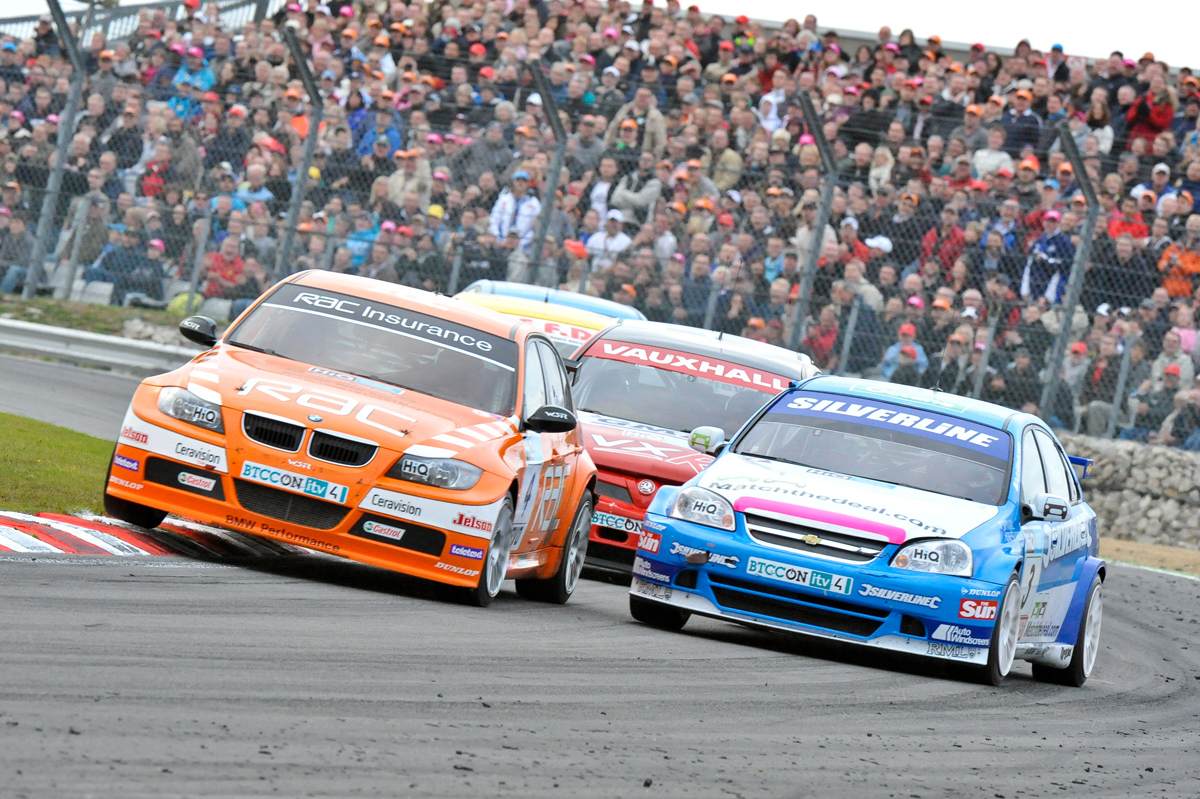 BTCC_and _Support _Brands _Hatch _041009_by _Az _Edwards _147
